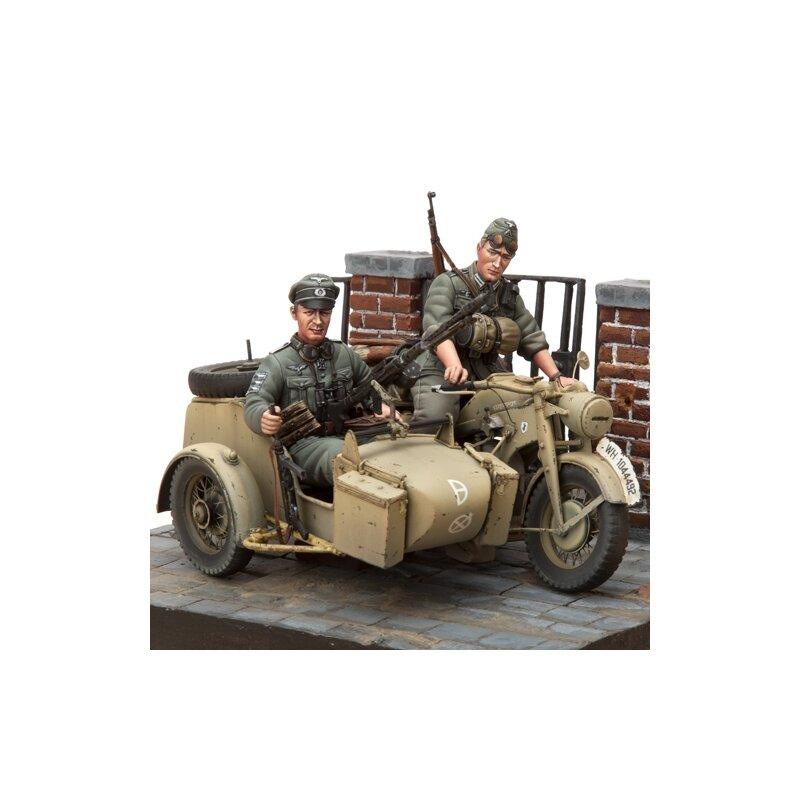 1 16 bausatz motorrad z ndapp ks 750 set mit seitenwagen und 2 figure. Black Bedroom Furniture Sets. Home Design Ideas